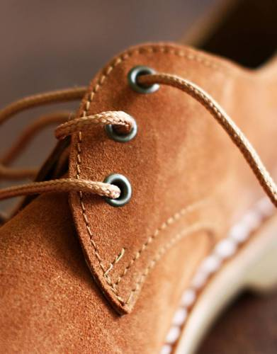 These shoes have durable steel eyelets with antique brass finish and braided flat laces - little details which complement the styling of the shoes