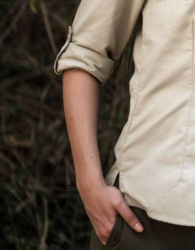 We recommend a long-sleeved shirt on safari. The roll-up sleeve tabs on this shirt secure your sleeves when rolled up and are hidden when sleeves are down.