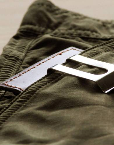 The clip of the Rufiji™ MoneyClip can be used to secure your money or to clip onto the pocket of your trousers or shirt.