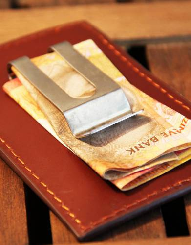The clip is tight and can be used to secure your cash or attach the money clip to your clothing.