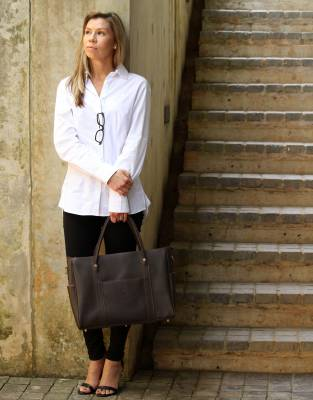 This shirt and the Mara&Meru™ Business Bag were made for each other - a classy and sophisticated combination which is ideal for any career woman.