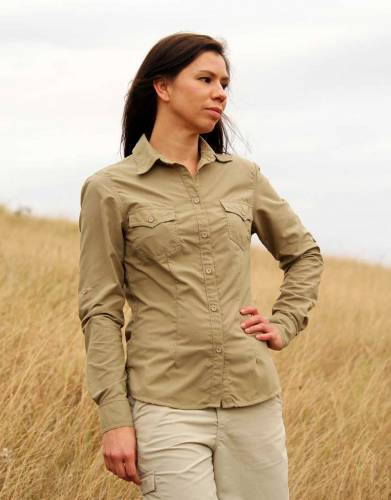 Available in essential safari-friendly colours, style on safari is easily achieved with this classical shirt with a range of modern features.