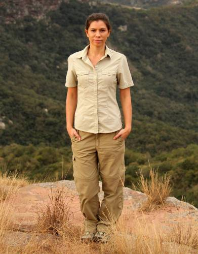 Made from BUGTech anti-insect ripstop fabric with built-in SPF50+ and with moisture wicking properties, these zip-off trousers offer ultimate sun protection, insect defence, and flexibility on safari and outdoors.
