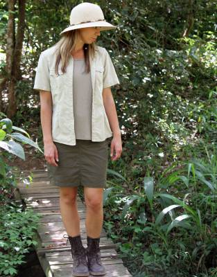 Diversify your safari wardrobe with the short-sleeved version of our Women's Rufiji™ Long-Sleeved Shirt - made from the same strong, cool, technical fabric with a feminine cut for protection and outdoor elegance.