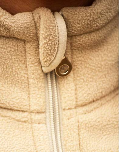 This small storm flap has been added to avoid chill creeping over the top of the zip when your fleece is zipped up.