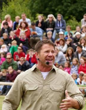 Steve Backshall wearing this Explorer Anti-insect Men's Safari Shirt