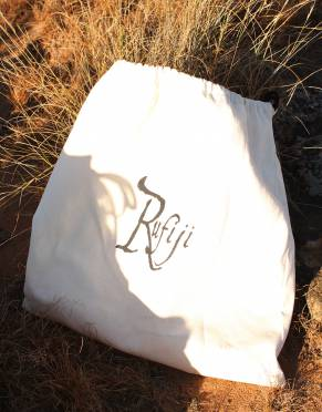 As part of our 'say no to plastic' philosophy and our commitment to environmentally sustainable business, our shoes are packaged in a re-usable canvas drawstring bag. Small changes can make a big difference.