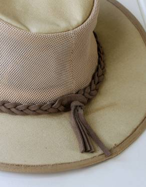 The women's explorer canvas safari hat has a plaited leather braid for added safari style