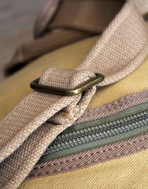 Adjustable for your comfort, the Rufiji™ Safari Traveller comes with a strong removable shoulder strap in thick, woven canvas.