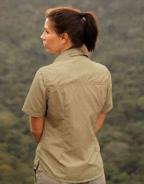 With feminine cut and styling, gone are the days of shapeless safari clothing. Get practicality in a chic short-sleeved shirt for safari with the short-sleeved version of our women's favourite.