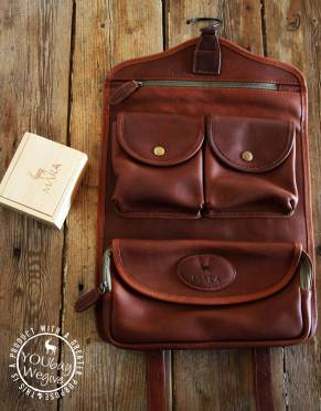 Mara&Meru™ Leather Selous Washbag, with wooden soap box