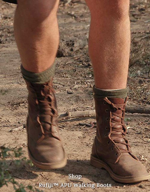 Safari boots for men made from leather, in brown. High ankle.